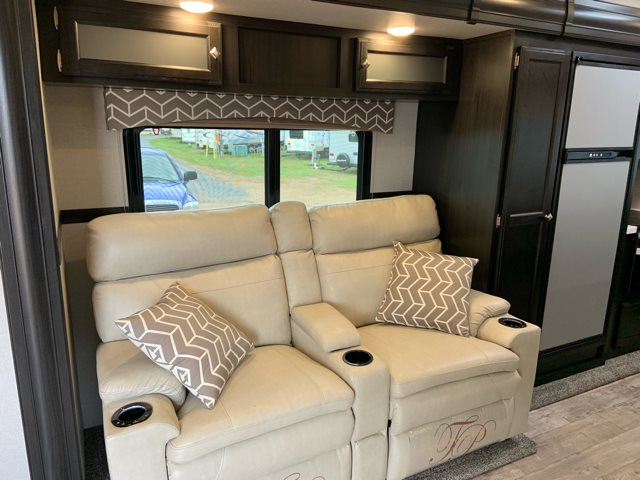 2019 Venture SportTrek Touring Edition 333VFK Front Kitchen at Campers RV Center, Shreveport, LA 71129