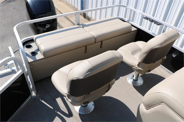 2021 Sun Tracker 24 Fishin barge at Jerry Whittle Boats