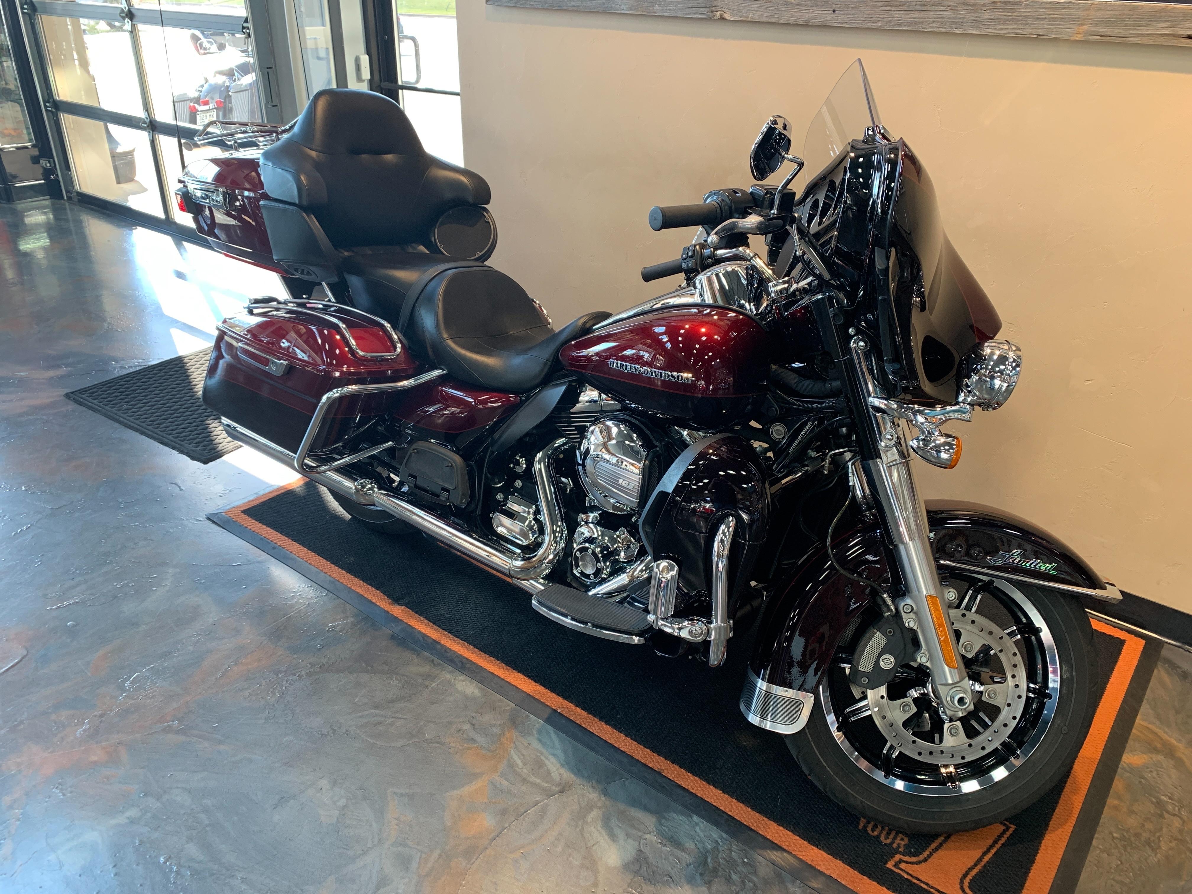 2015 Harley-Davidson Electra Glide Ultra Limited Low at Vandervest Harley-Davidson, Green Bay, WI 54303