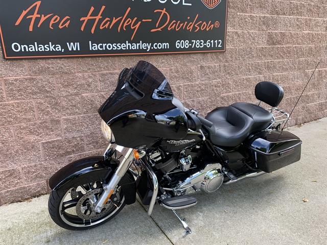 2017 Harley-Davidson Street Glide Base at La Crosse Area Harley-Davidson, Onalaska, WI 54650