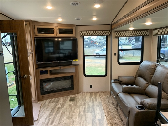2020 Coachmen RV Chaparral Lite at Campers RV Center, Shreveport, LA 71129