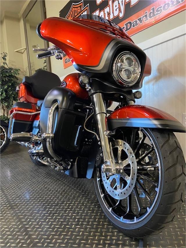 2018 Harley-Davidson Street Glide CVO Street Glide at Gasoline Alley Harley-Davidson (Red Deer)