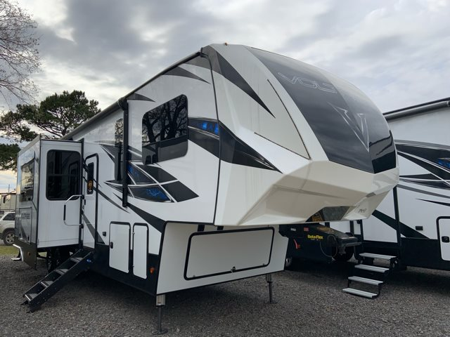 2019 Dutchmen Voltage 3615 Toy Hauler at Campers RV Center, Shreveport, LA 71129