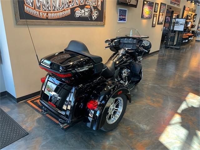 2016 Harley-Davidson Trike Tri Glide Ultra at Vandervest Harley-Davidson, Green Bay, WI 54303