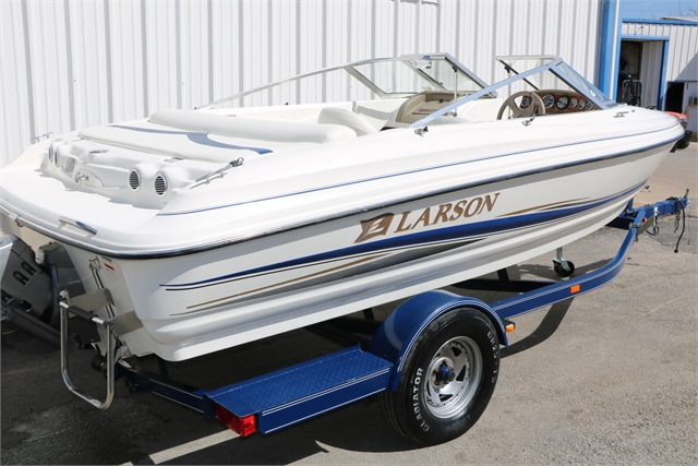 2004 Larson 180 SEI at Jerry Whittle Boats