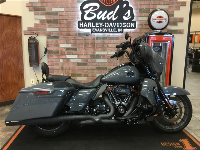 2018 Harley-Davidson Street Glide CVO Street Glide at Bud's Harley-Davidson Redesign