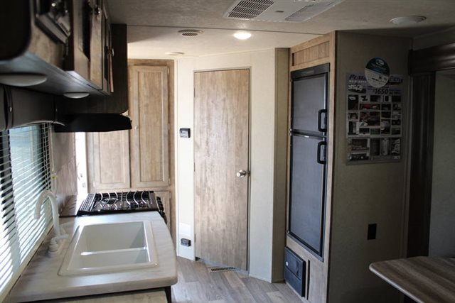 2019 Palomino Puma XLE Lite 21FBC Rear Bath at Campers RV Center, Shreveport, LA 71129