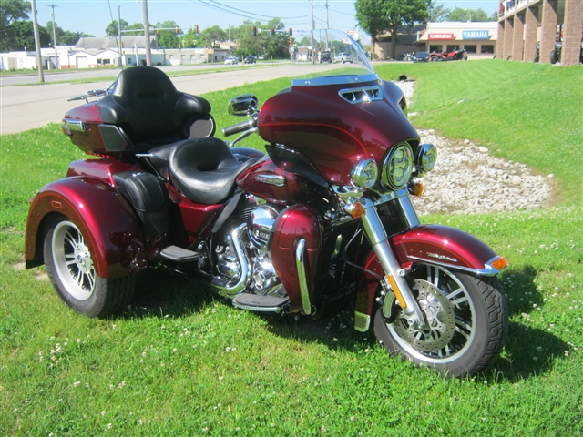 2015 Harley-Davidson Tri-Glide FLHTCUTG at Brenny's Motorcycle Clinic, Bettendorf, IA 52722