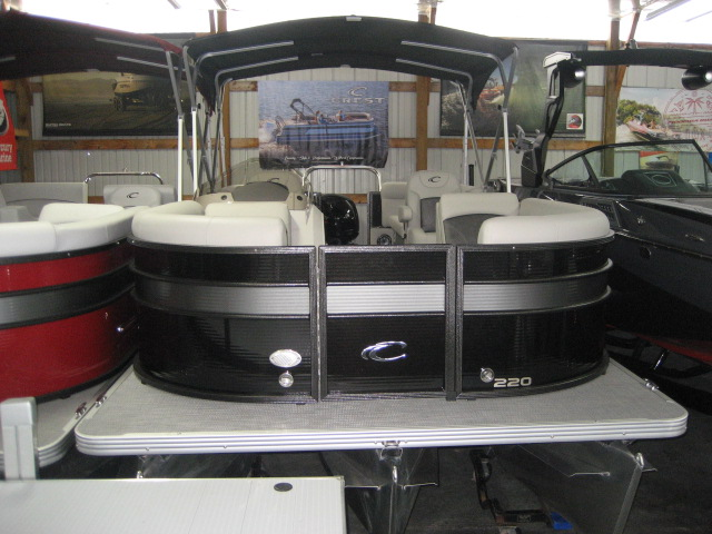 2020 Crest Classic DLX 220 SLC - triple toon at Fort Fremont Marine