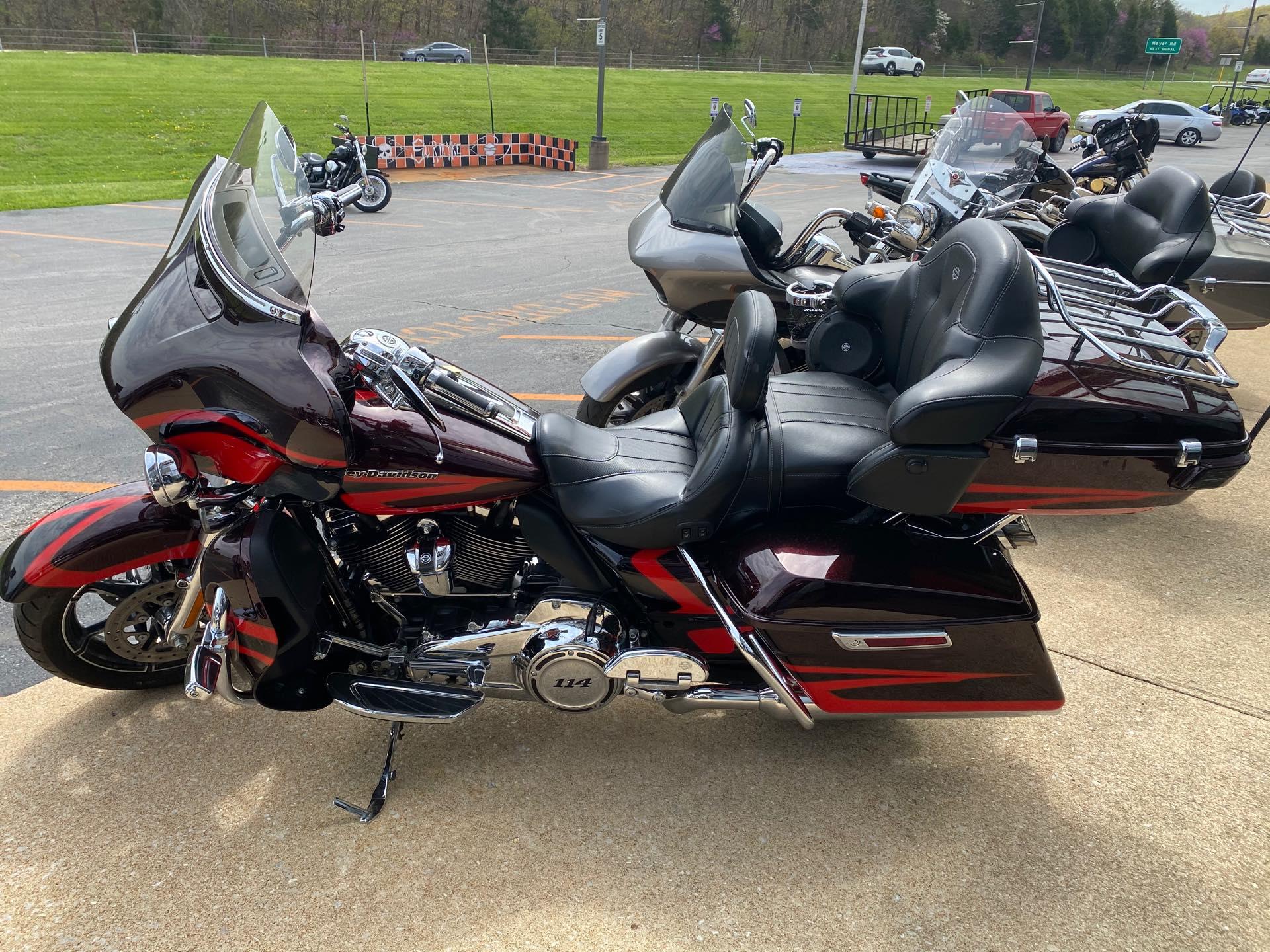 2017 Harley-Davidson Electra Glide CVO Limited at Gold Star Harley-Davidson