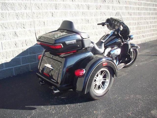 2017 Harley-Davidson Trike Tri Glide Ultra at Indianapolis Southside Harley-Davidson®, Indianapolis, IN 46237