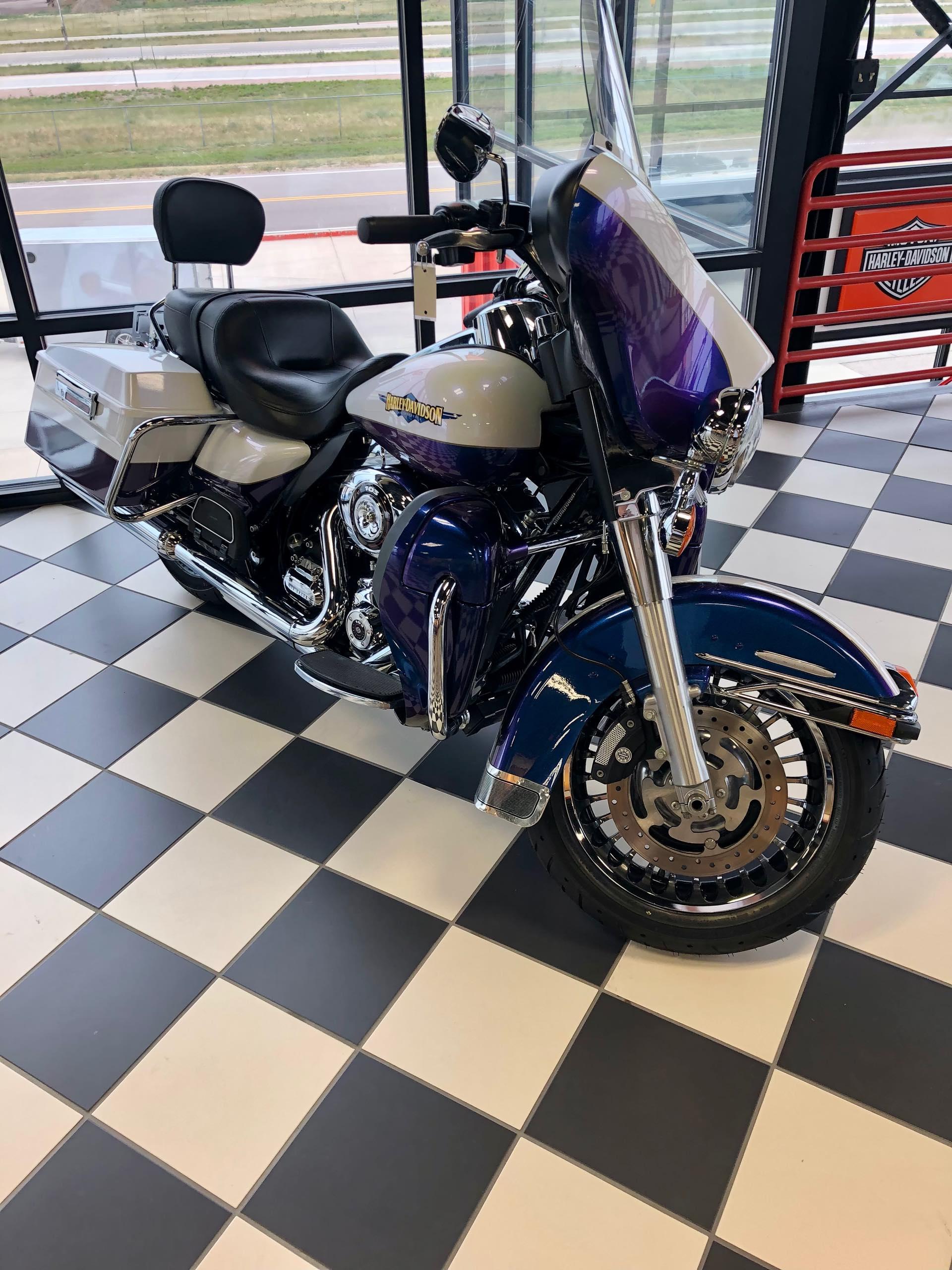 2010 Harley-Davidson Electra Glide Ultra Limited at Deluxe Harley Davidson