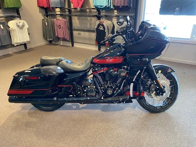 2021 Harley-Davidson Touring FLTRXSE CVO Road Glide at Carlton Harley-Davidson®