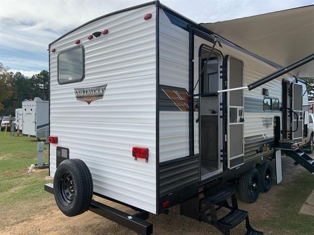 2020 Forest River Wildwood 26DBUD at Campers RV Center, Shreveport, LA 71129