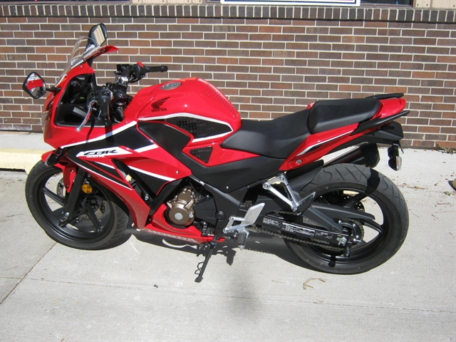 2017 Honda CBR300R at Brenny's Motorcycle Clinic, Bettendorf, IA 52722