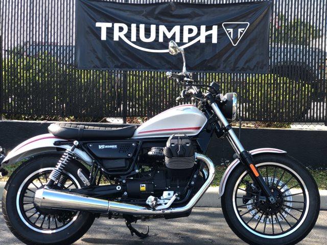 2017 Moto Guzzi V9 Roamer at Tampa Triumph, Tampa, FL 33614