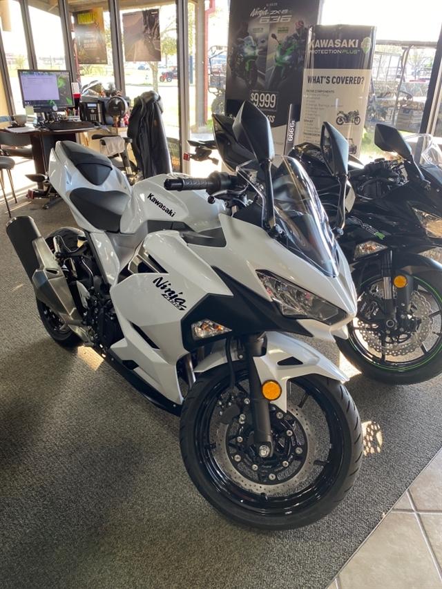 2020 Kawasaki Ninja 400 Base at Dale's Fun Center, Victoria, TX 77904