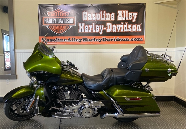 2017 Harley-Davidson Electra Glide CVO Limited at Gasoline Alley Harley-Davidson (Red Deer)