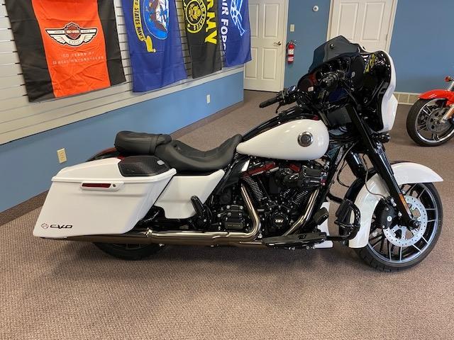 2021 Harley-Davidson Touring CVO Street Glide at Carlton Harley-Davidson®