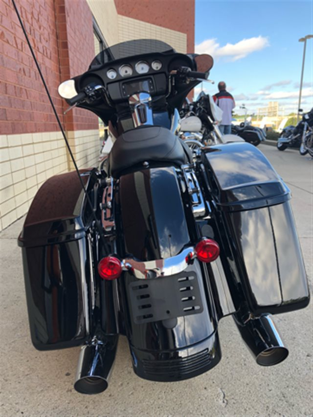 2018 Pre Owned Street Glide Base at Harley-Davidson of Fort Wayne, Fort Wayne, IN 46804