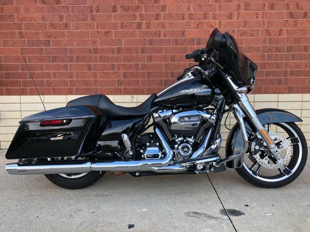 2018 Pre Owned Street Glide Base at Harley-Davidson of Fort Wayne, Fort Wayne, IN 46804