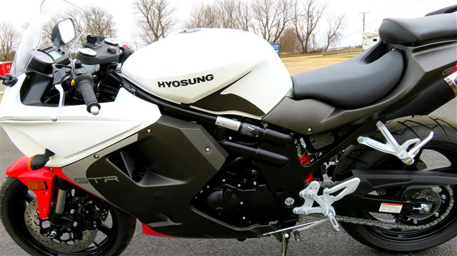 2016 Hyosung GT 650R at Randy's Cycle, Marengo, IL 60152