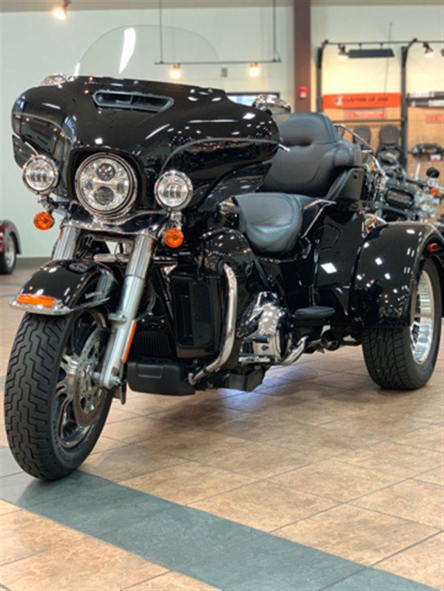 2017 Harley-Davidson Trike Tri Glide Ultra at Riders Harley-Davidson®, Trussville, AL 35173