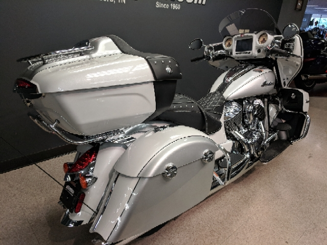 2018 Indian Roadmaster Base at Sloan's Motorcycle, Murfreesboro, TN, 37129