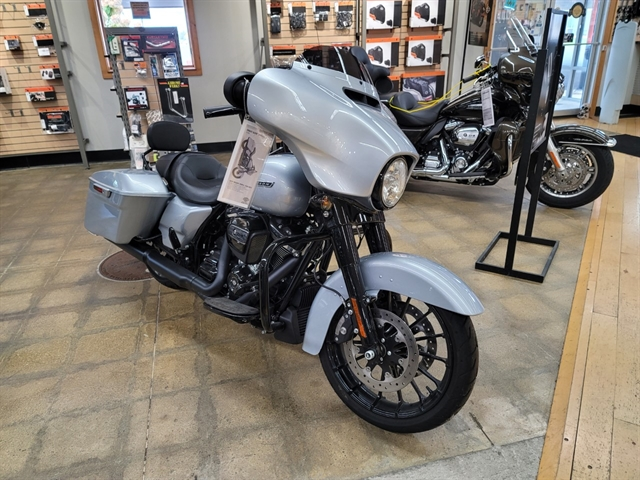 2019 Harley-Davidson Street Glide Special at Zips 45th Parallel Harley-Davidson