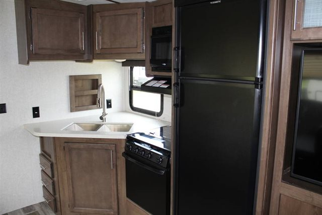 2019 Keystone RV Cougar Half-Ton 26RBS Rear Bath at Campers RV Center, Shreveport, LA 71129