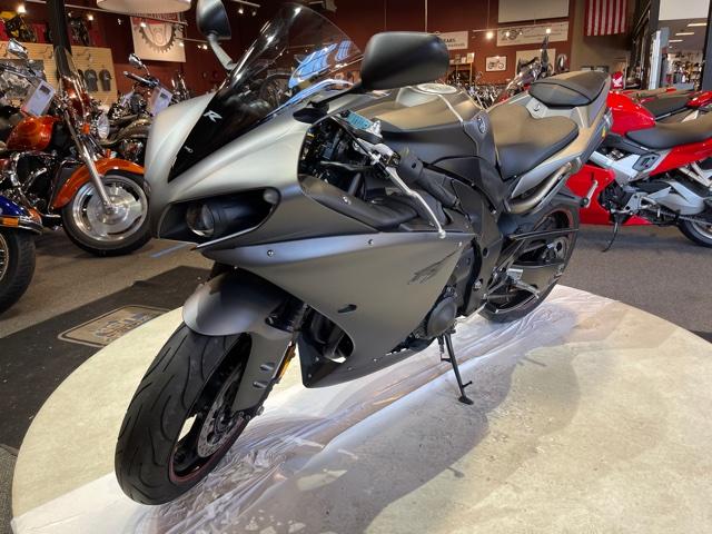 2013 Yamaha YZF R1 at Martin Moto