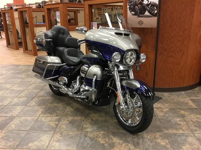 2017 Harley-Davidson Electra Glide CVO™ Limited at Bud's Harley-Davidson Redesign