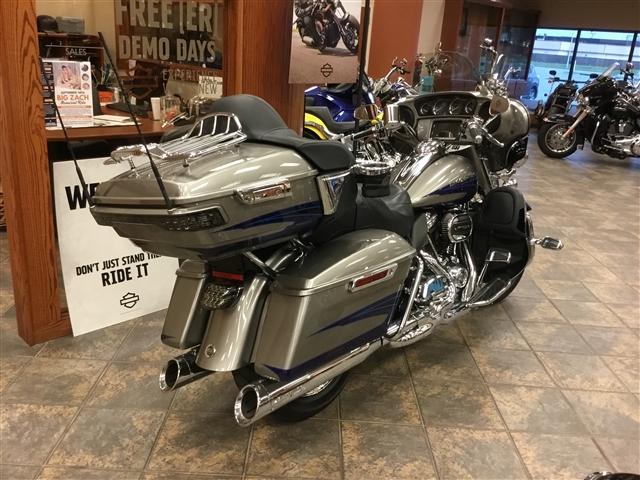2017 Harley-Davidson Electra Glide CVO™ Limited at Bud's Harley-Davidson, Evansville, IN 47715