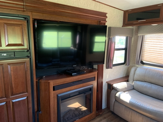 2017 Forest River Wildcat 29RLX Rear Living at Campers RV Center, Shreveport, LA 71129