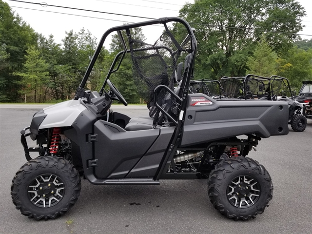 2020 Honda Pioneer 700 Deluxe at Kent Motorsports, New Braunfels, TX 78130