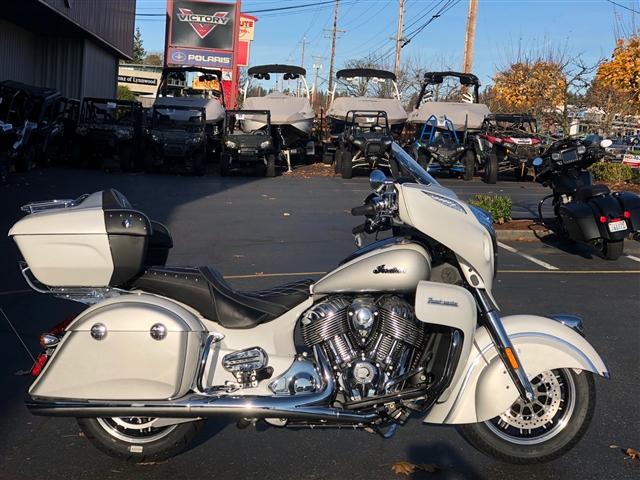 2019 Indian Roadmaster Pearl White/Star Silver at Lynnwood Motoplex, Lynnwood, WA 98037