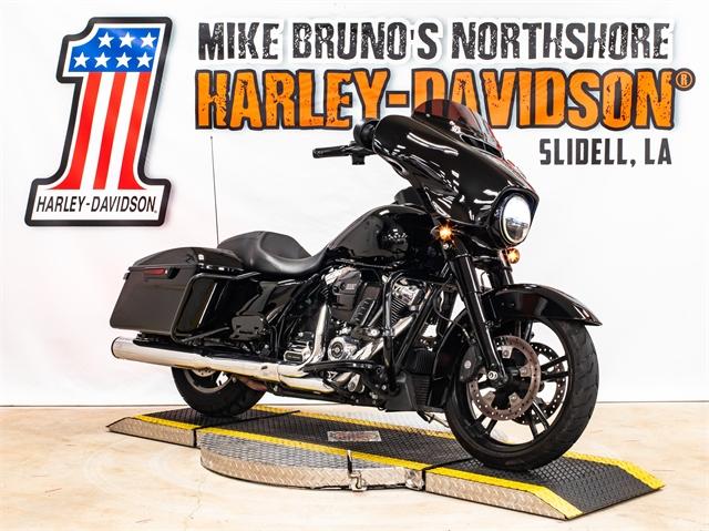 2017 Harley-Davidson FLHX at Mike Bruno's Northshore Harley-Davidson