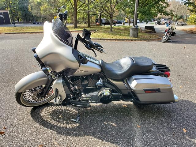 2007 Harley-Davidson Street Glide Base at Hampton Roads Harley-Davidson