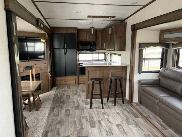 2019 Keystone RV Cougar 362RKS Rear Kitchen at Campers RV Center, Shreveport, LA 71129