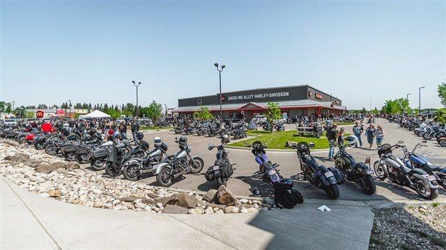 2010 Harley-Davidson Street Glide Base at Gasoline Alley Harley-Davidson (Red Deer)