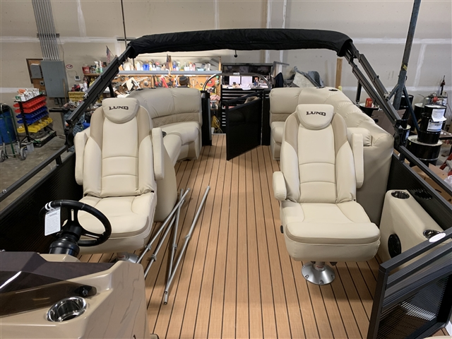 2019 Lund LX240 WALK THRU PONTOON at Pharo Marine, Waunakee, WI 53597