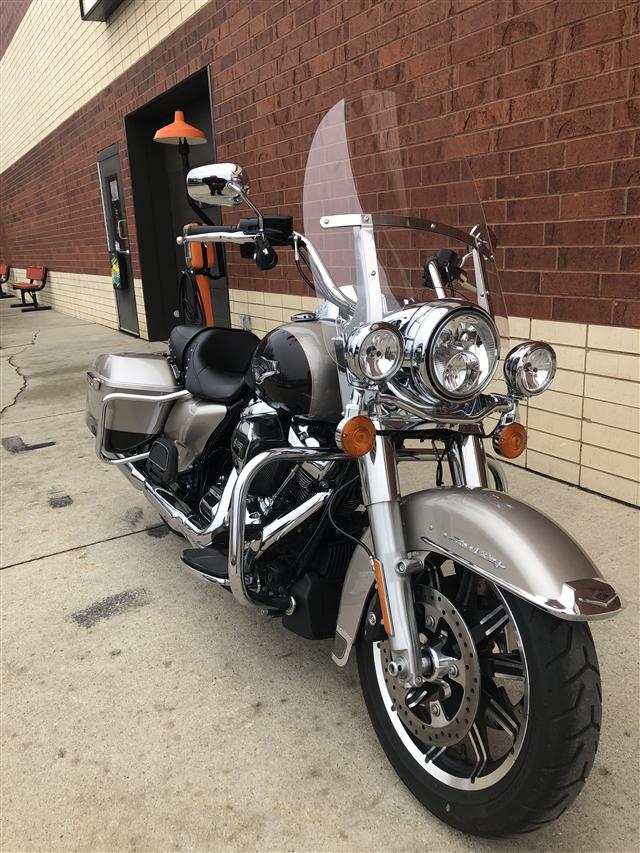 2018 Harley-Davidson Road King Base at Harley-Davidson of Fort Wayne, Fort Wayne, IN 46804