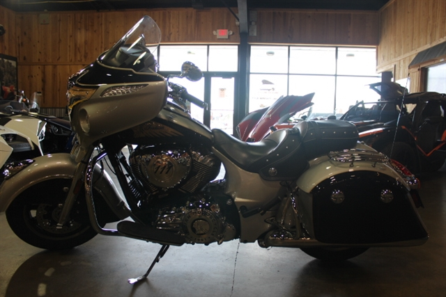 2017 Indian Chieftain Base at Mungenast Motorsports, St. Louis, MO 63123