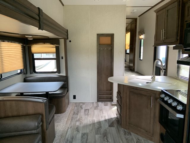 2019 Keystone RV Cougar Half-Ton 25RES Rear Entertainment at Campers RV Center, Shreveport, LA 71129