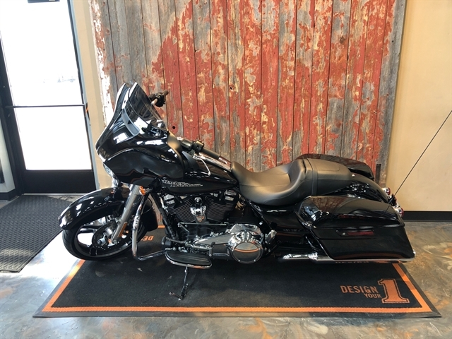 2019 Harley-Davidson Street Glide Base at Vandervest Harley-Davidson, Green Bay, WI 54303