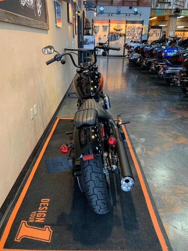 2021 Harley-Davidson Cruiser Street Bob 114 at Vandervest Harley-Davidson, Green Bay, WI 54303