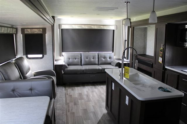 2019 Forest River Wildwood 27REI Rear Living at Campers RV Center, Shreveport, LA 71129