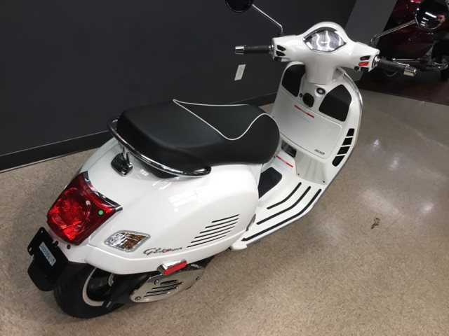 2018 Vespa GTS Super 300 at Sloan's Motorcycle, Murfreesboro, TN, 37129