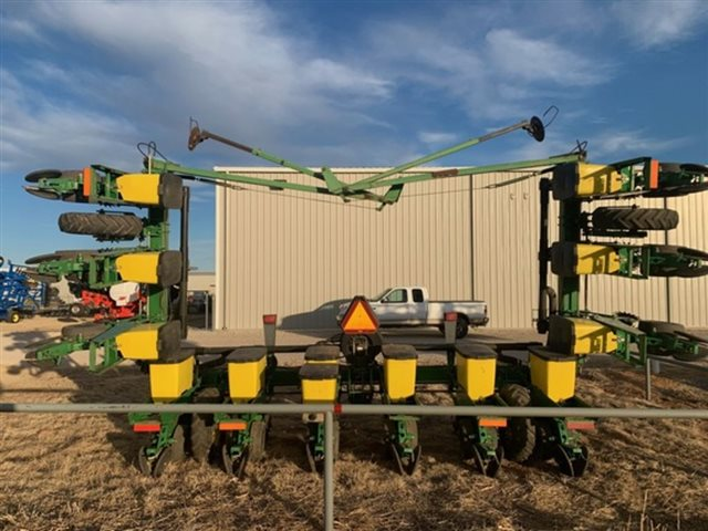 2000 John Deere 1710 at Keating Tractor