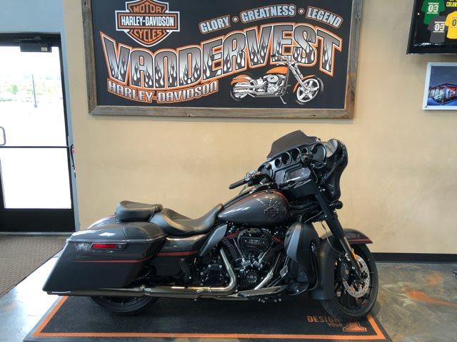 2018 Harley-Davidson Street Glide CVO Street Glide at Vandervest Harley-Davidson, Green Bay, WI 54303